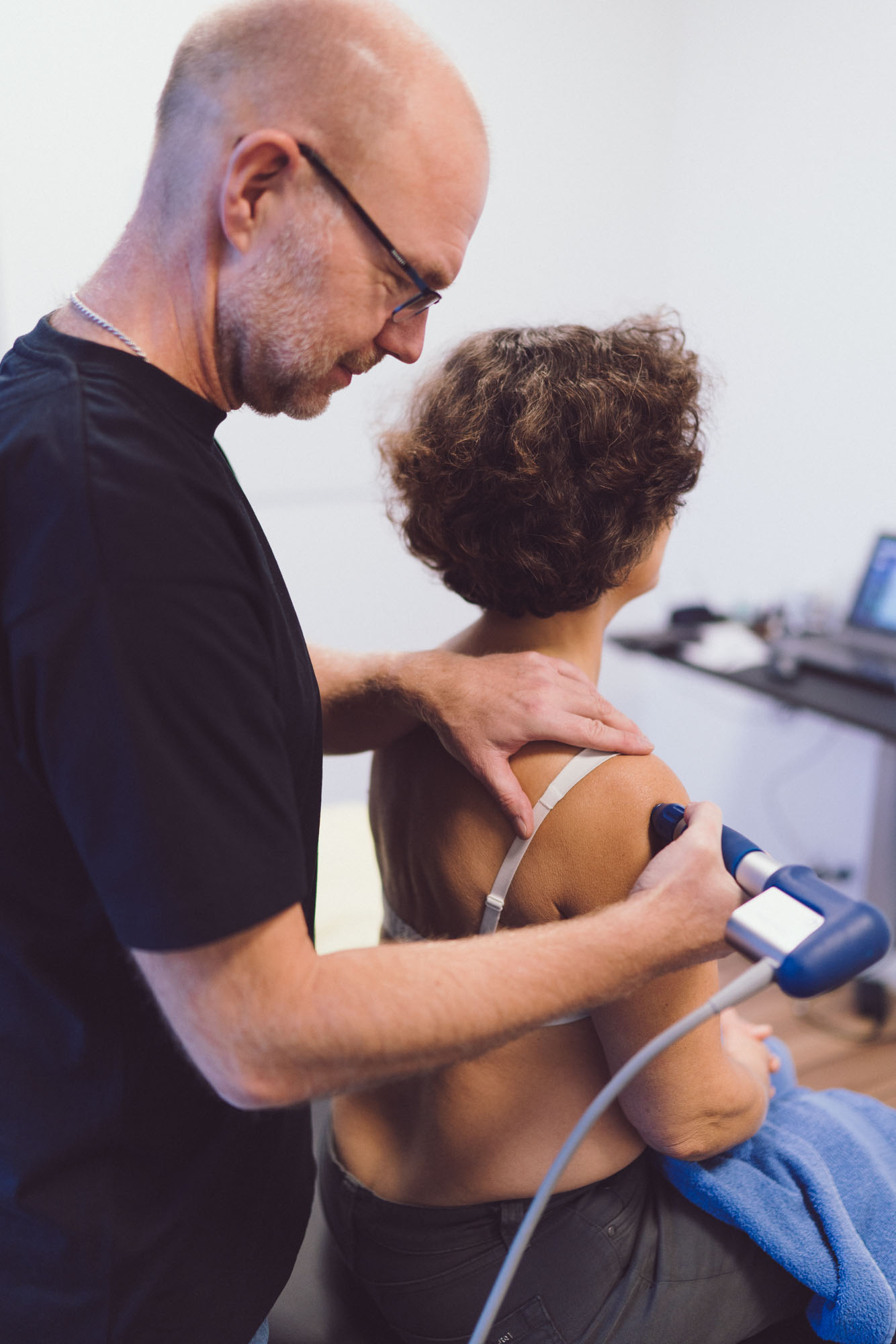 Behandling med shockwave hos en fysioterapeut